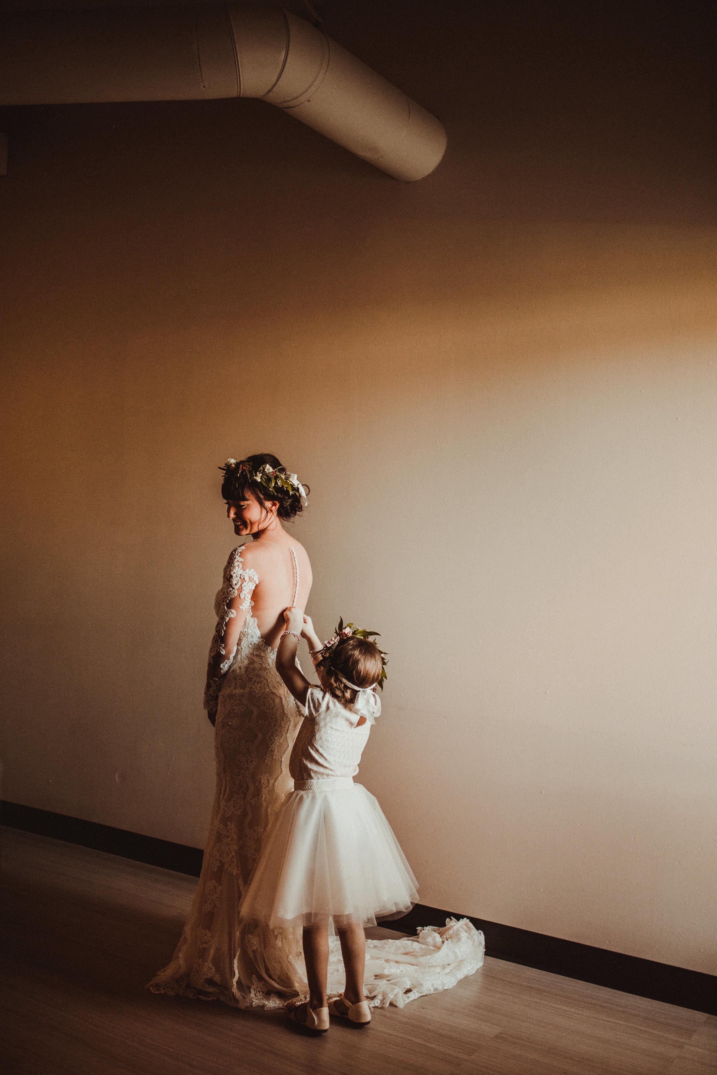 sam-brittany-fortwayne-wedding-brynnaisabell-gettingready (95 of 115).jpg