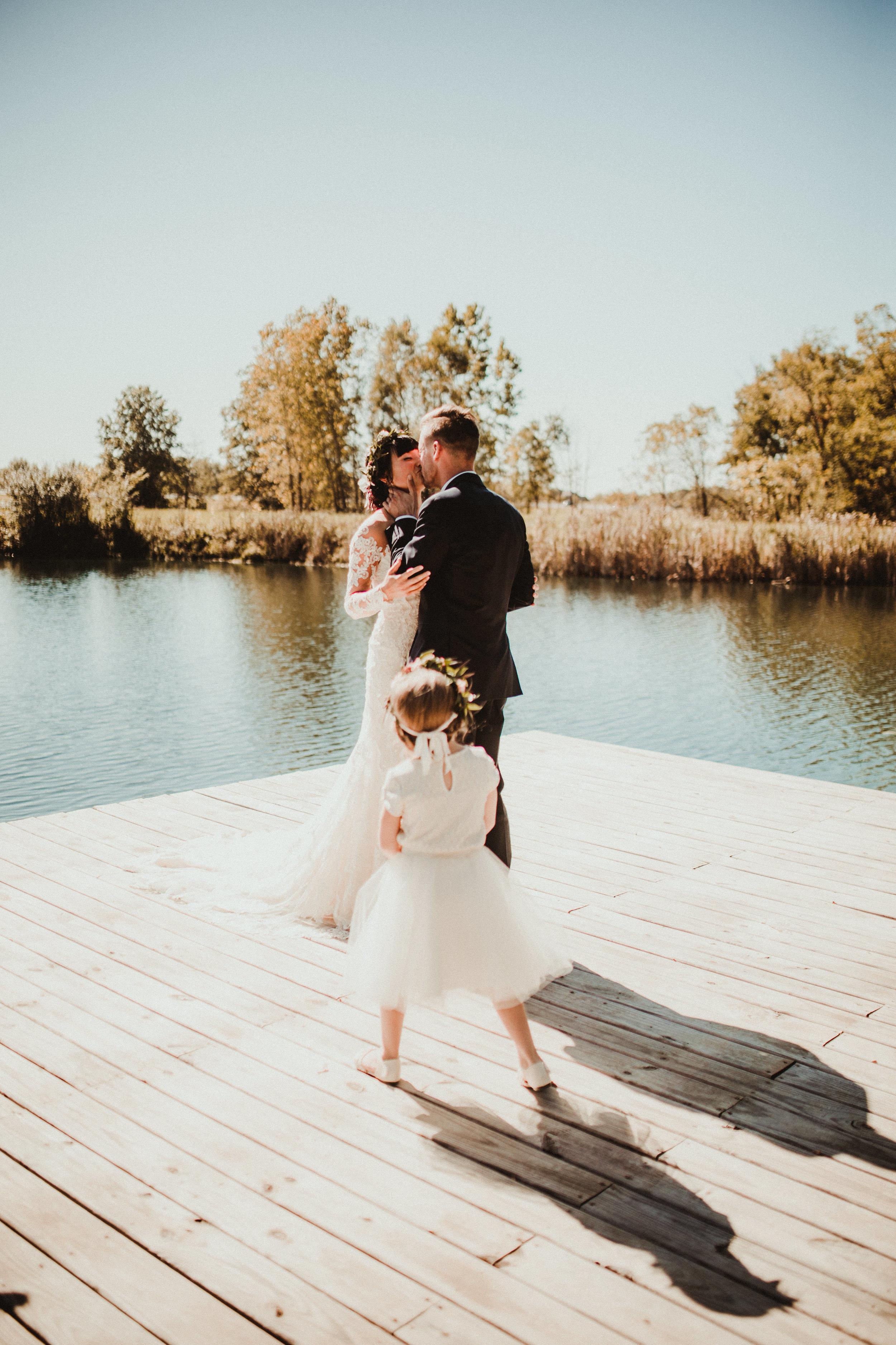 sam-brittany-fortwayne-wedding-brynnaisabell-firstlook (134 of 43).jpg