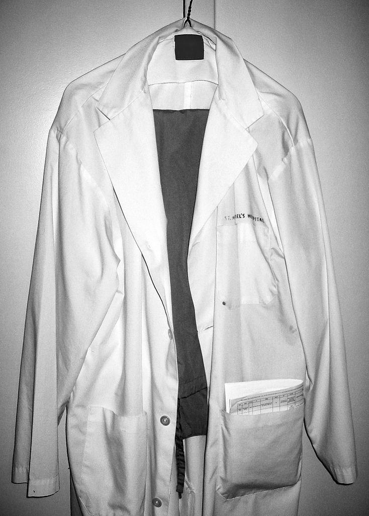 734px-Lab_coat_and_scrubs.jpg