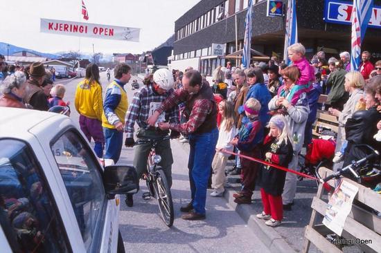 Bilde frå målgang i 1993.