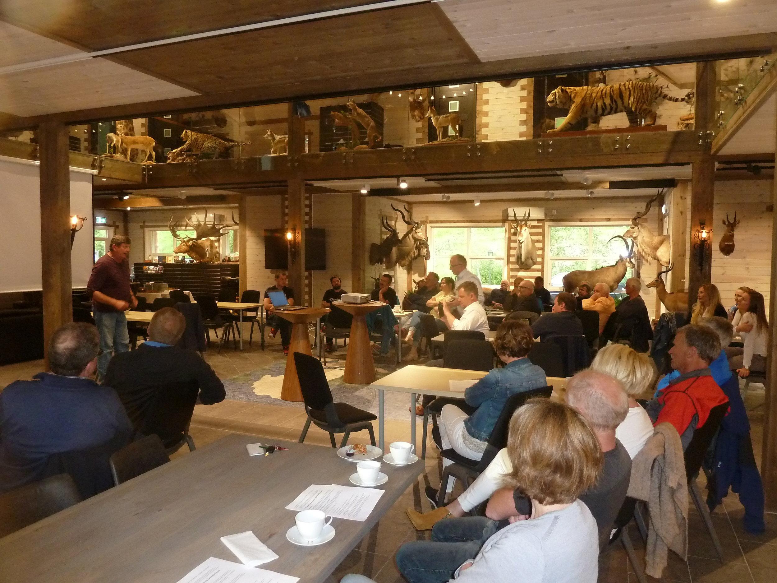 Per Steinar Melås gav oss ein «liten dessert» etter innleiingsforedrag til dei frammøtte.