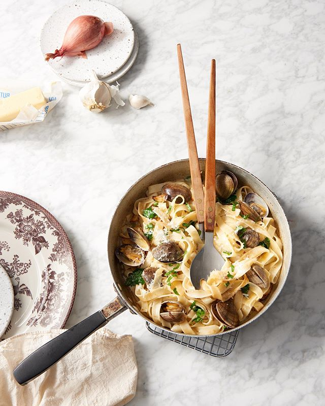Linguini and clams is my favorite date night in meal. Made gluten-free with noodles from @taste_republic  and extra delicious with @heinens salted butter.  food + prop styling | Deanna Domino 📷 photo by @vivalavidabokeh . . . . . #thefeedfeed #f52grams #imsomartha #shareyourtable #onmytable #prettyfood #weekendvibe #foodandwine #foodstagram #heresmyfood #eeeeeats #pursuepretty #huffposttaste #theeverygirlathome #glutenfree #feedfeedglutenfree #clevelandeats #cle #foodstyljng #propstyljng #clevelandphotoshoot #clevelandphotographer