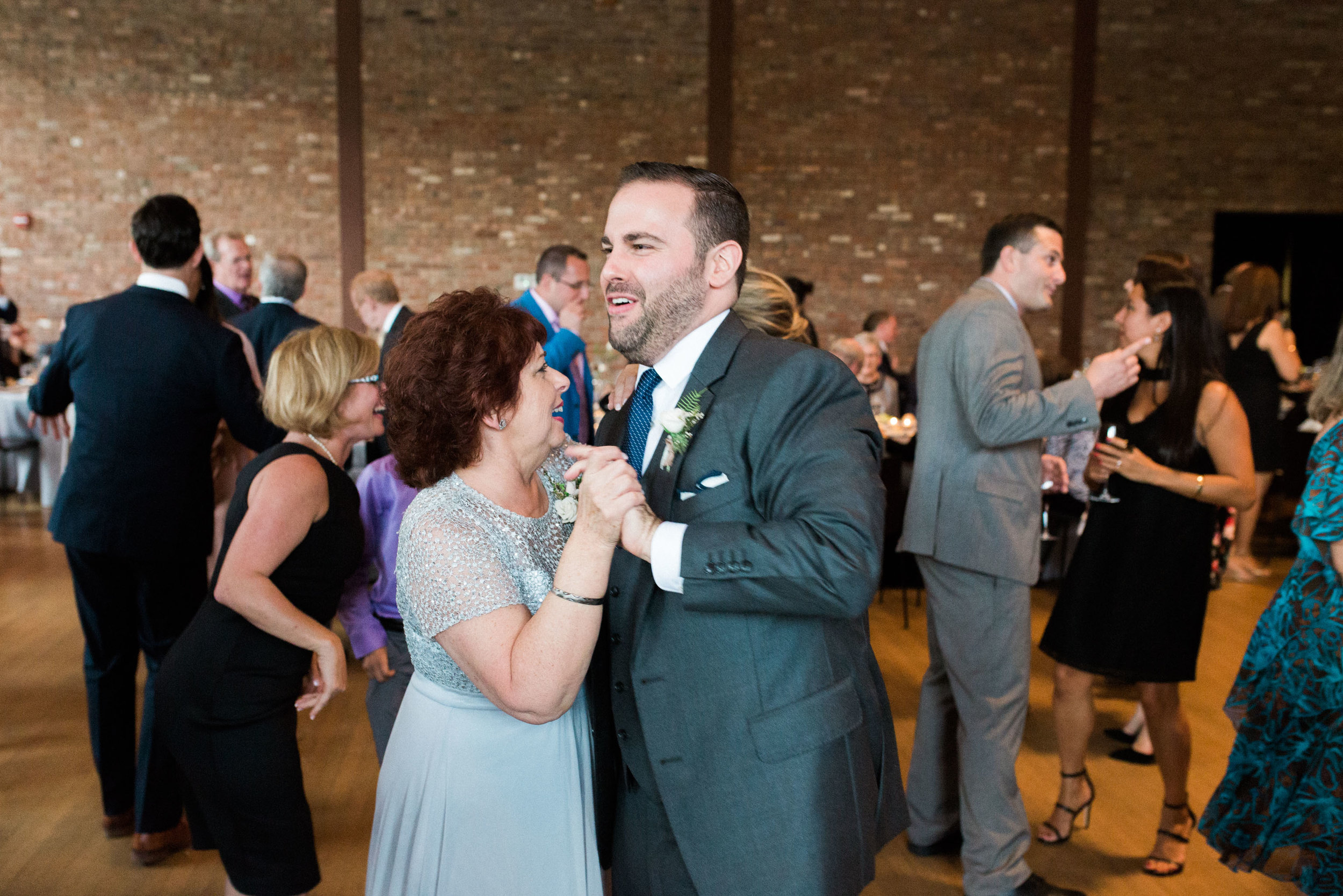HiloandGinger-Brian+Dina_Weddingday_SneakPeek-55.jpg