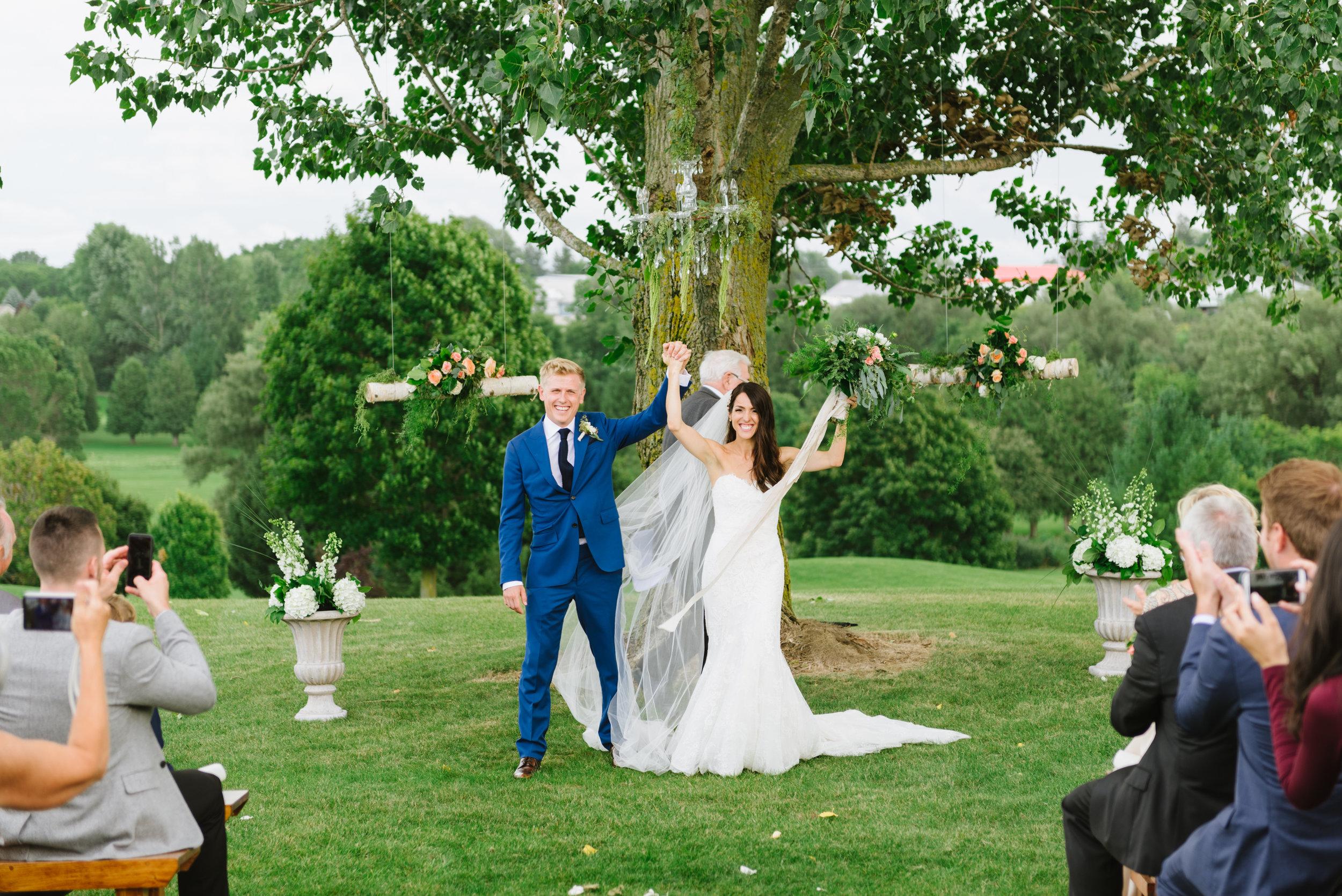 ceremony-outdoor-bride-groom