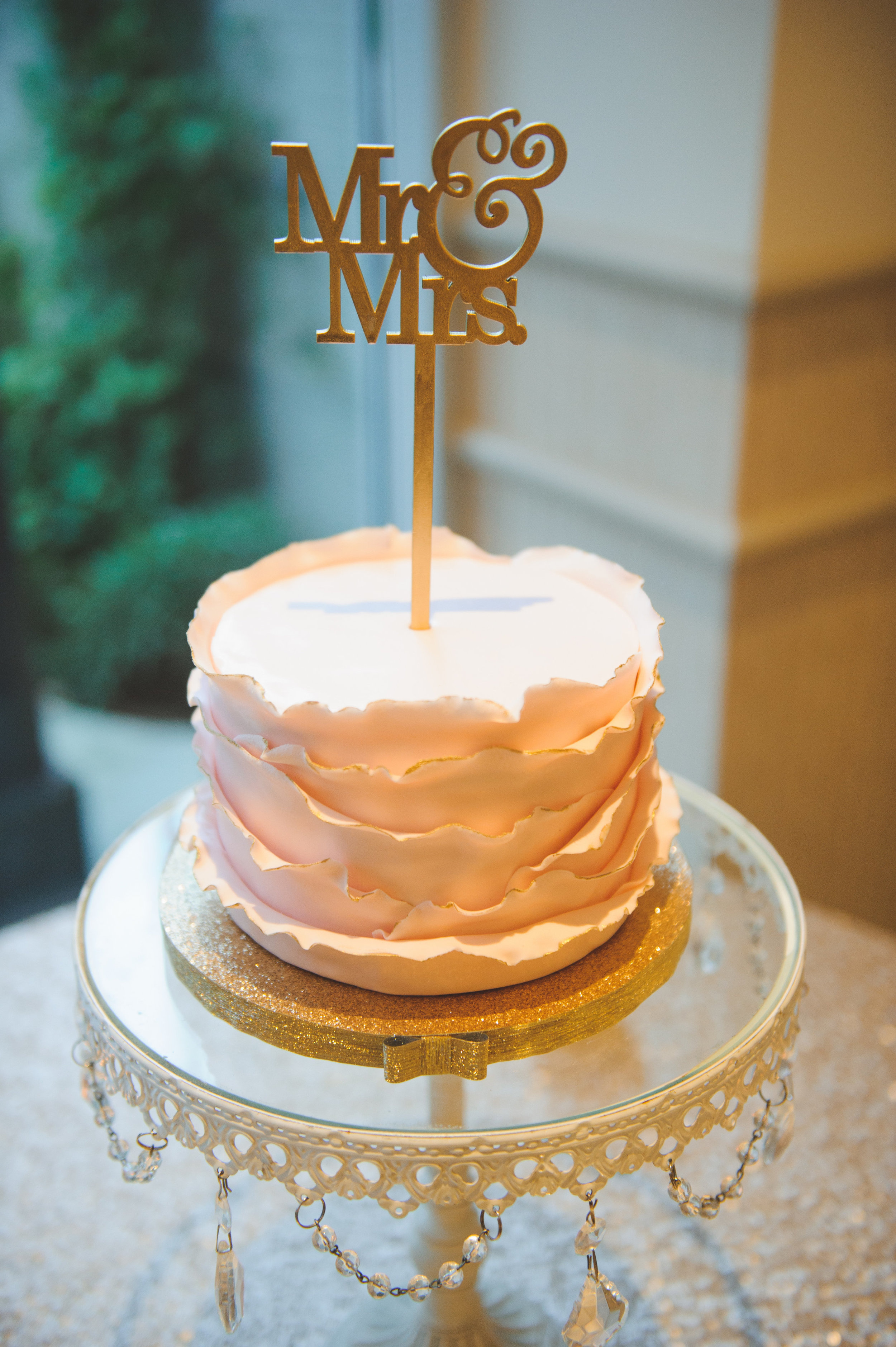 wedding-cake-ceremonial-gold-topper