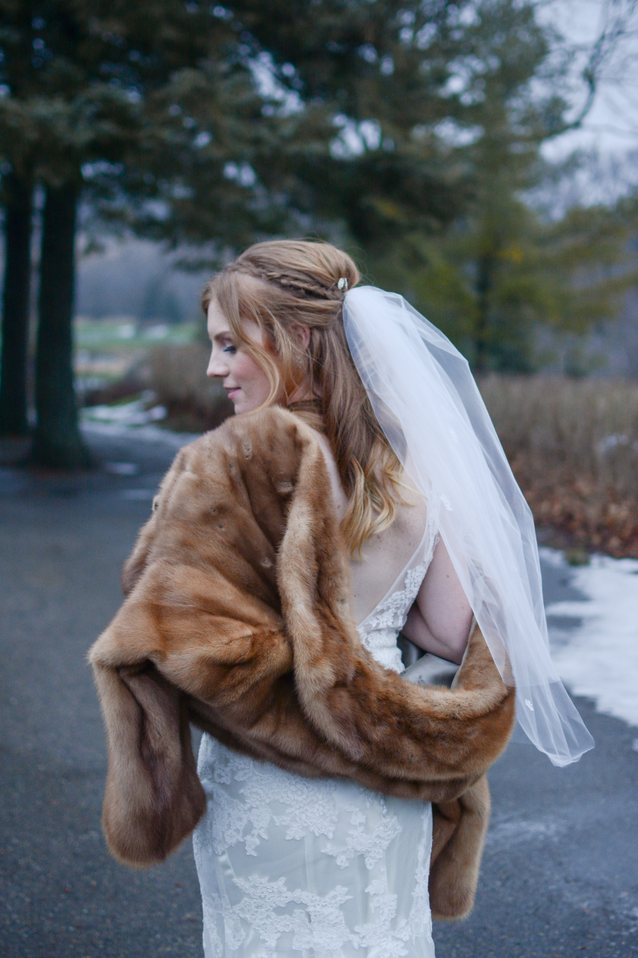 winter-wedding-bride-furstole.jpg