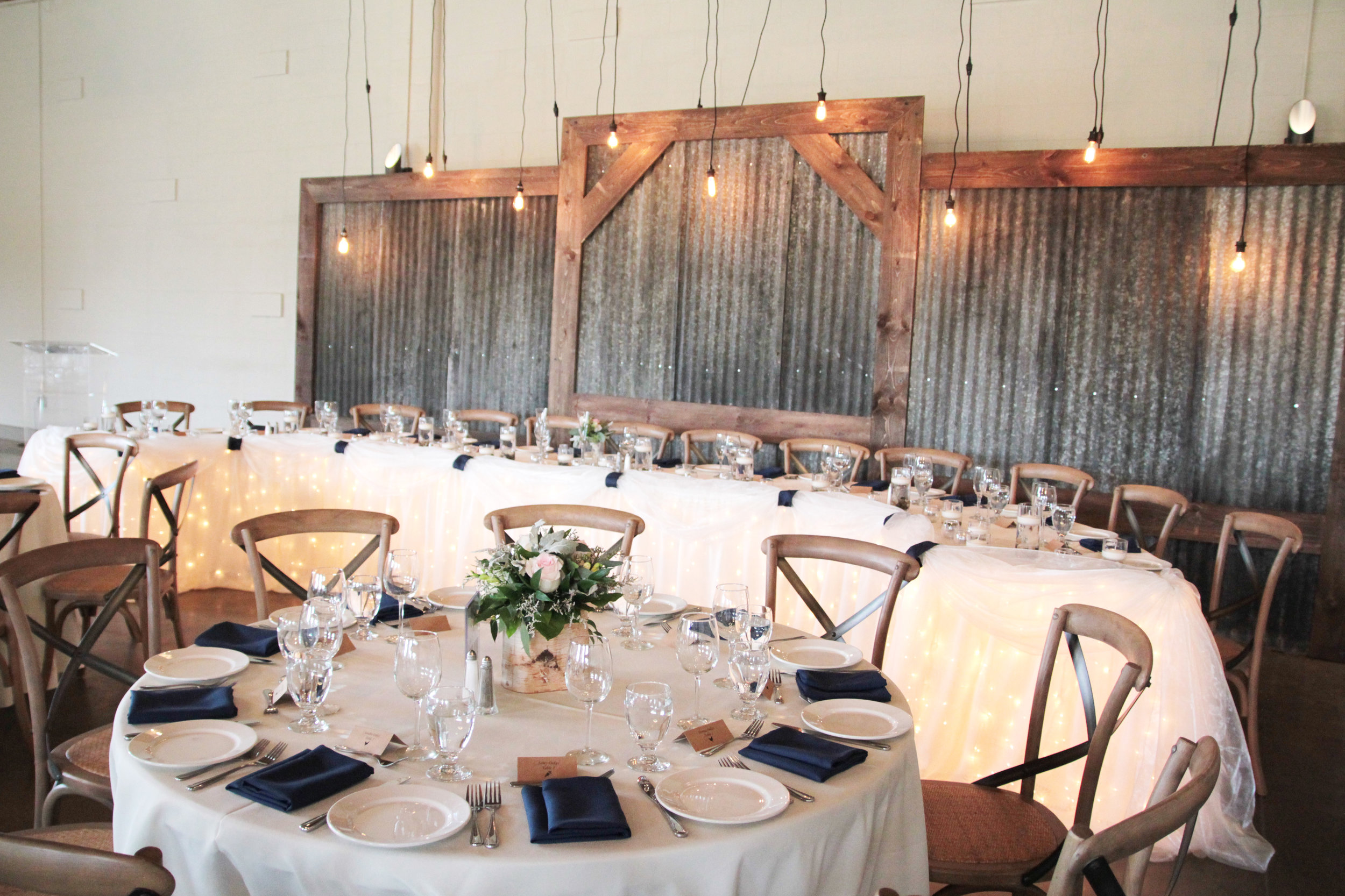 rustic_industrial_wedding_headtable.JPG
