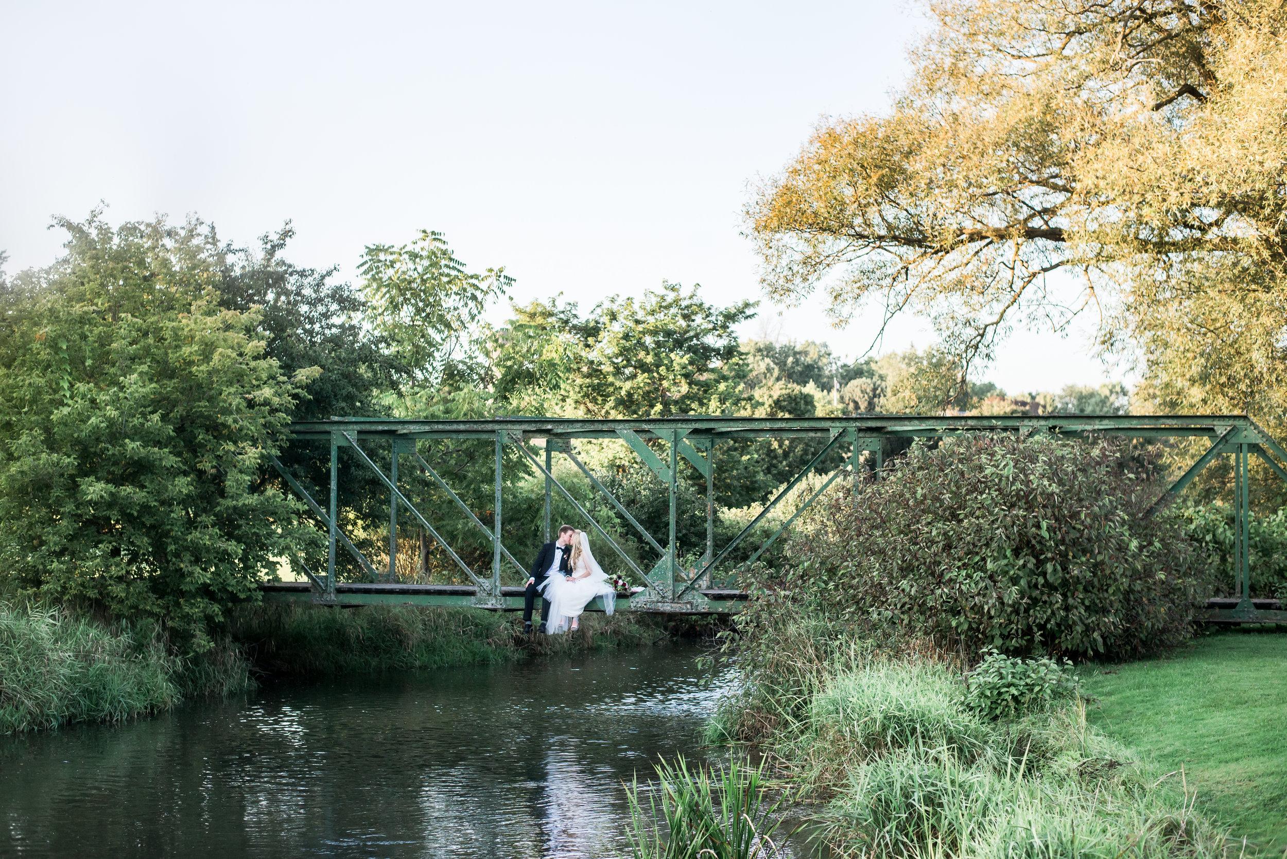 bride_groom_outdoor_wedding_bridge