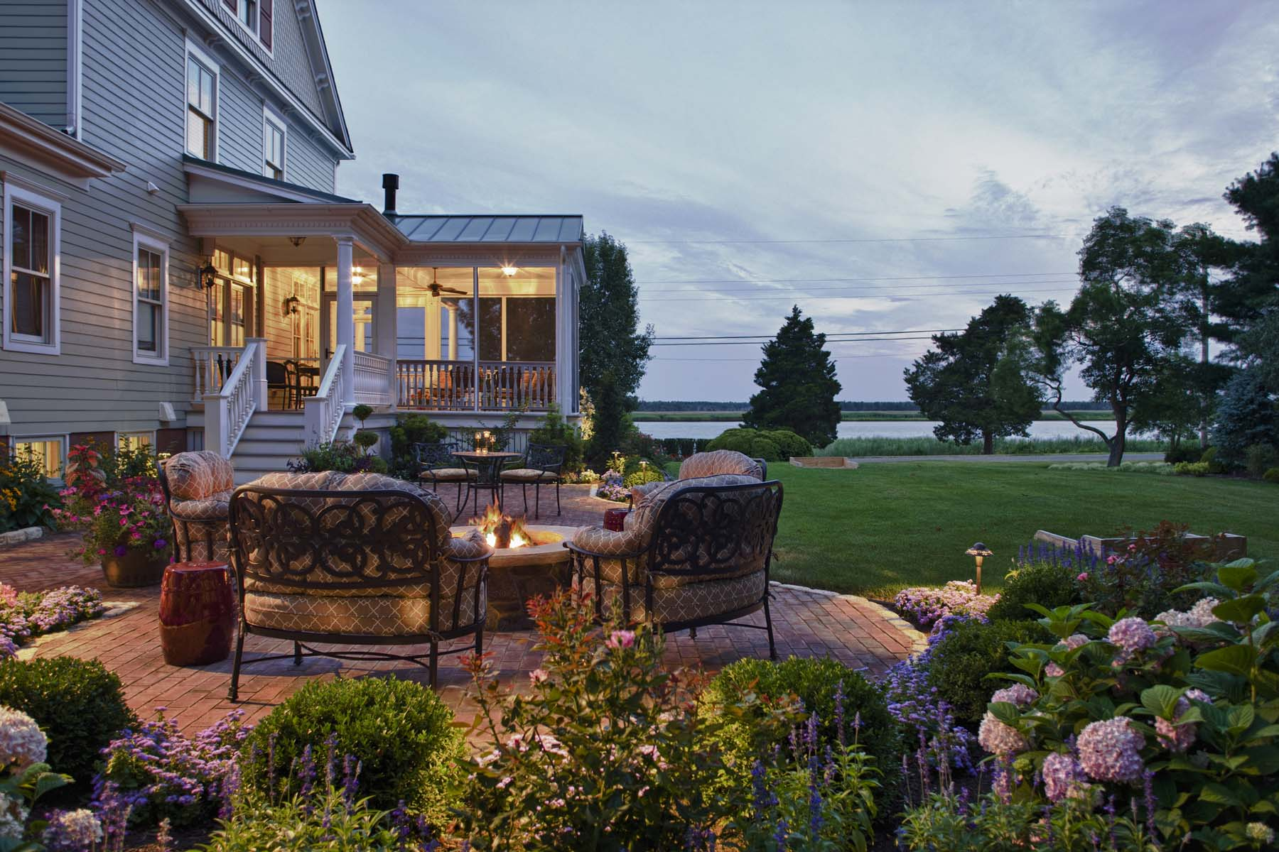 5 exterior - © Wendy Holden & Associates, LLC.jpg