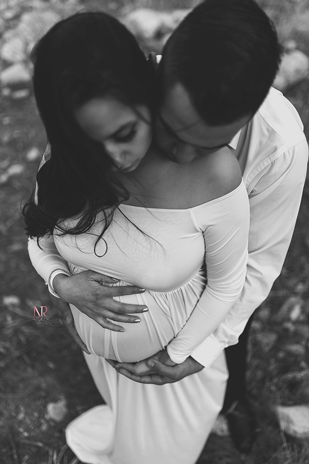 This stunning black and white image of the baby bump during this gorgeous maternity session made me swoon.