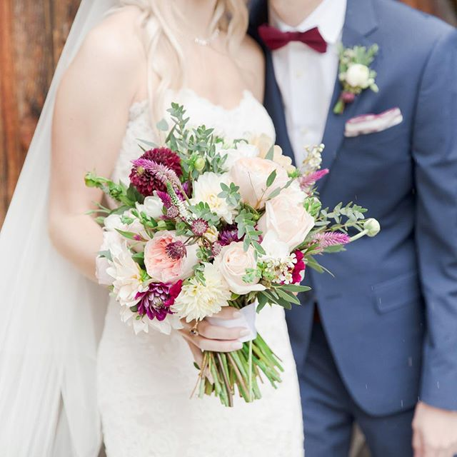 @mariamackphoweddingflowerstog captured the most beautiful images of Elle's and Andrews wedding ❤️ #bridalbouquet #innatbarleysheaffarm #fallweddings #weddings