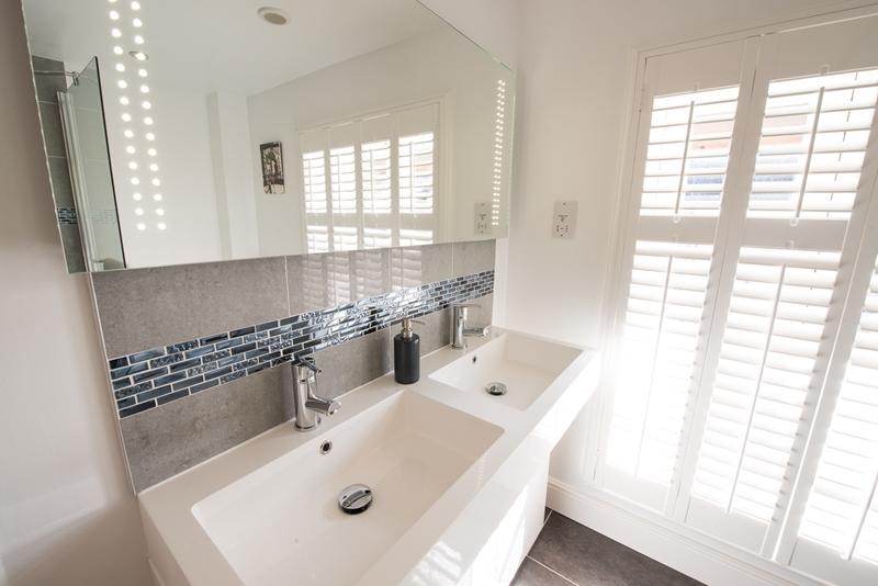 Rm 3 Bath 2.jpg