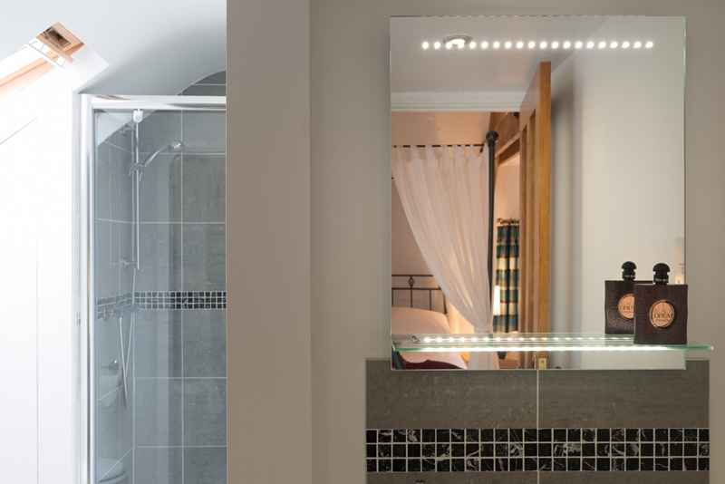 Rm 4 Bath 3.jpg