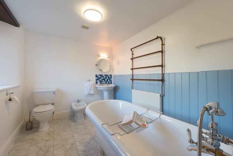 Fam Bath 4.jpg