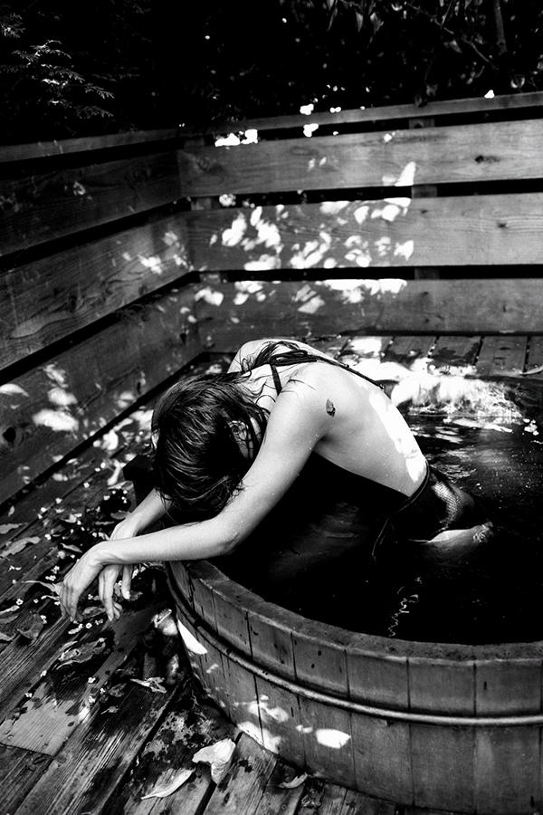 brandon-harman-photography-christina-maria-masterson-hot-tub-cabin.jpg