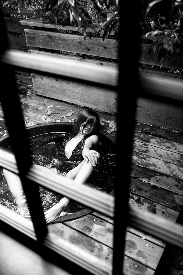 brandon-harman-photography-christina-maria-masterson-hot-tub.jpg