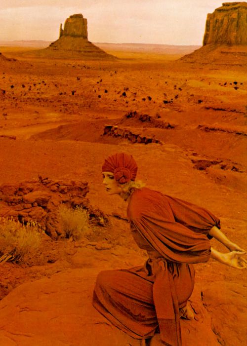 Jan Ward in Jean Muir, Norman Parkinson, Monument Valley Utah, Vogue 1971