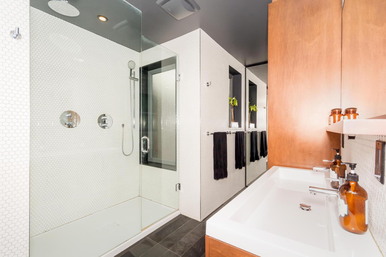 128 Booth Ave Toronto ON M4M-large-017-21-Master Bath-1500x1000-72dpi.jpg