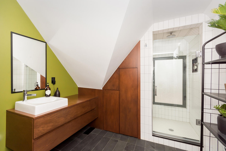 128 Booth Ave Toronto ON M4M-large-023-25-Bathroom-1500x1000-72dpi.jpg