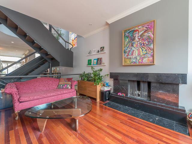 183 Seaton Street toronto ON-MLS_Size-005-5-Living Room-640x480-72dpi.jpg