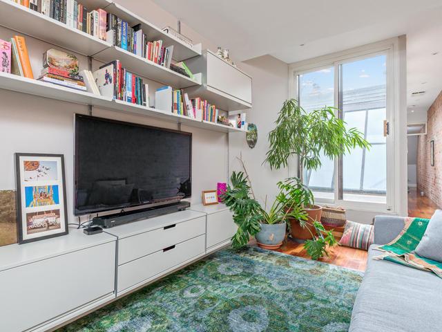 183 Seaton Street toronto ON-MLS_Size-028-28-Family Room-640x480-72dpi.jpg