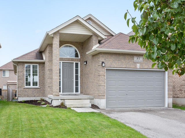 81 Soverigns Gate Barrie ON-MLS_Size-002-33-Exterior-640x480-72dpi.jpg