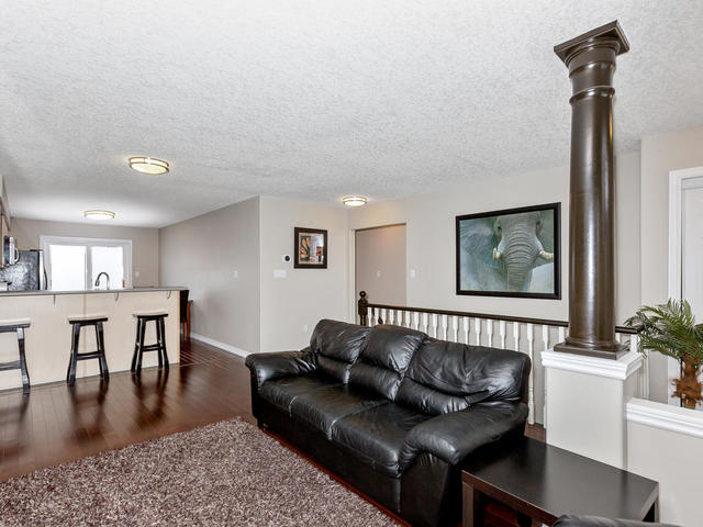 81 Soverigns Gate Barrie ON-MLS_Size-010-3-Living Room-640x480-72dpi.jpg