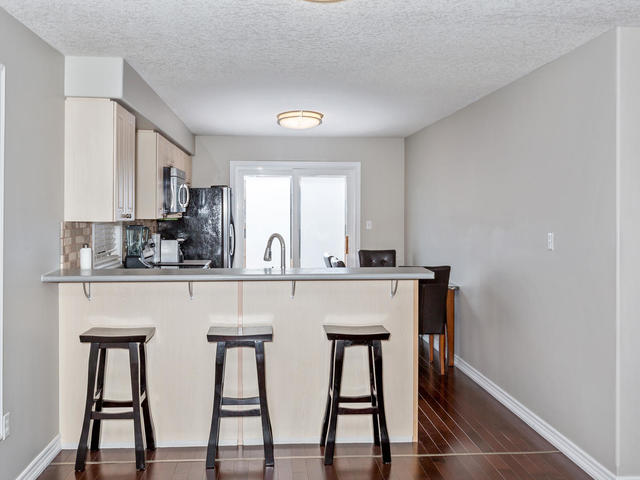 81 Soverigns Gate Barrie ON-MLS_Size-011-6-Kitchen-640x480-72dpi.jpg