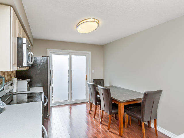 81 Soverigns Gate Barrie ON-MLS_Size-014-4-Kitchen-640x480-72dpi.jpg