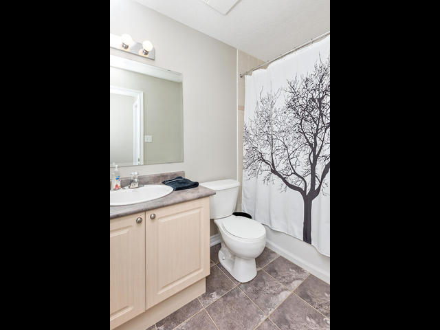 81 Soverigns Gate Barrie ON-MLS_Size-018-9-Bathroom-640x480-72dpi.jpg