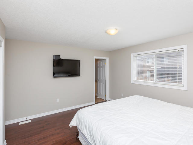 81 Soverigns Gate Barrie ON-MLS_Size-021-28-Master Bedroom-640x480-72dpi.jpg