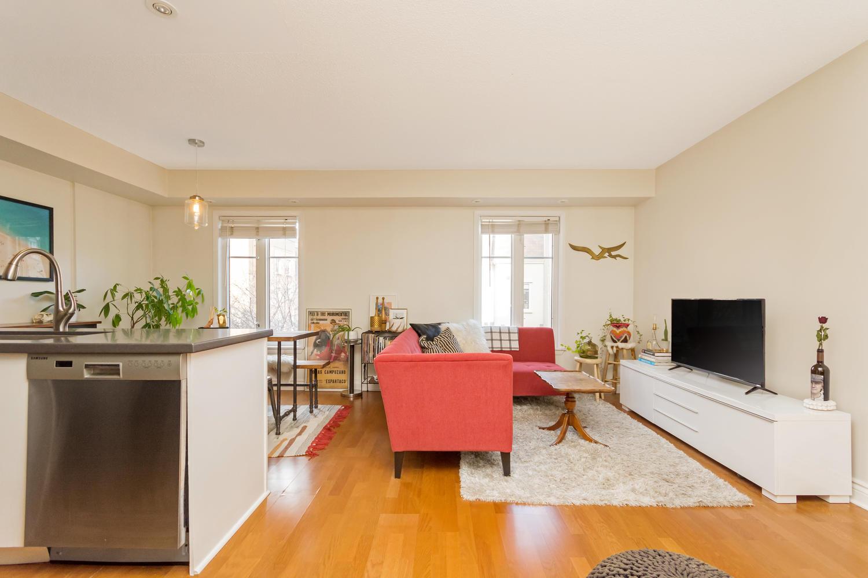 54 East Liberty 1034 Toronto-large-004-6-Living Room-1500x1000-72dpi.jpg