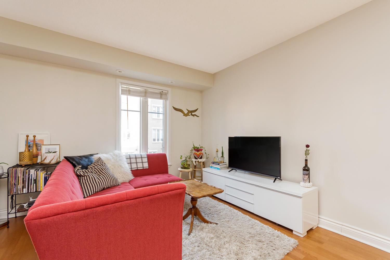 54 East Liberty 1034 Toronto-large-007-11-Living Room-1500x1000-72dpi.jpg