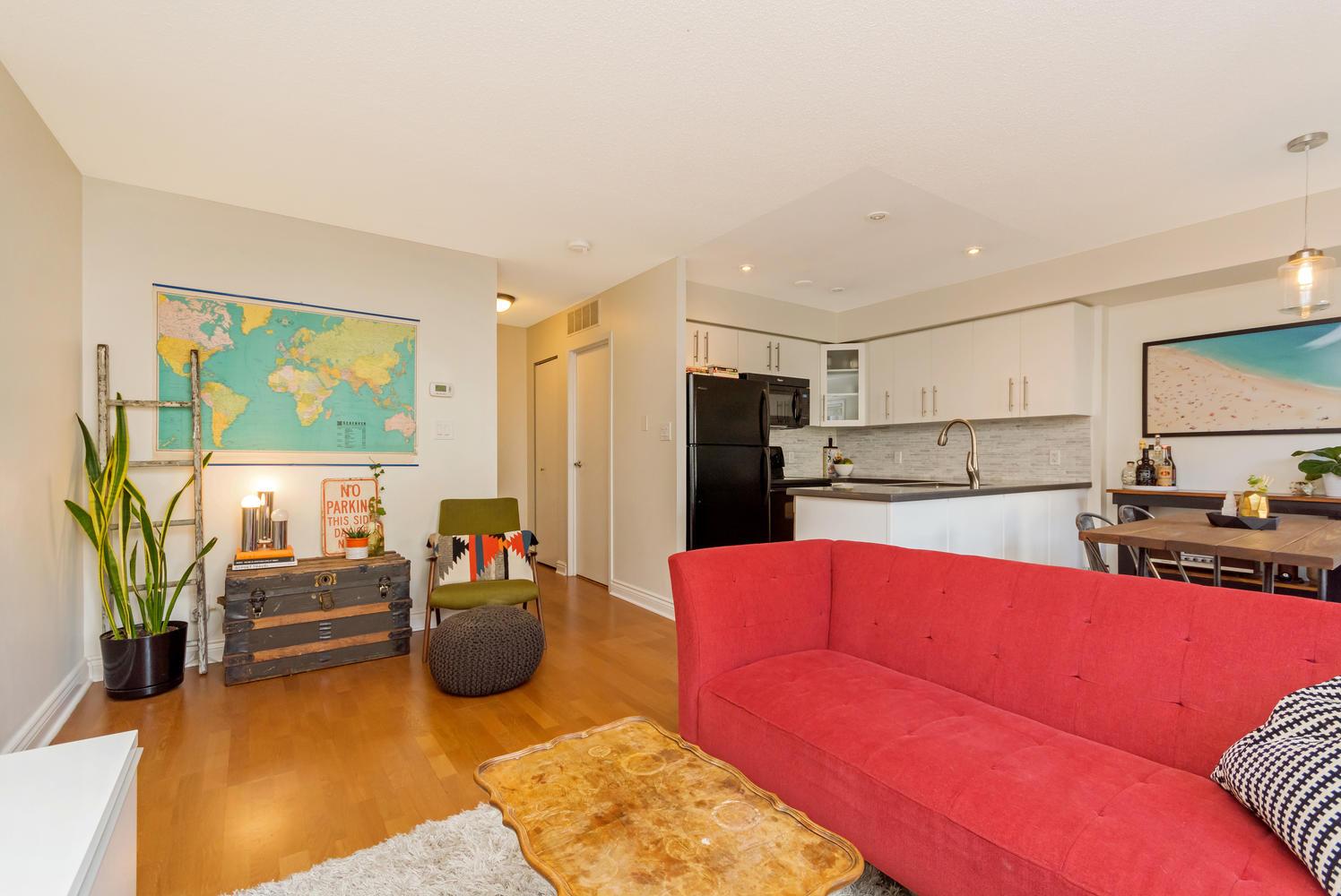 54 East Liberty 1034 Toronto-large-008-14-Living Room-1496x1000-72dpi.jpg