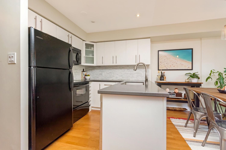 54 East Liberty 1034 Toronto-large-013-9-Kitchen-1500x1000-72dpi.jpg