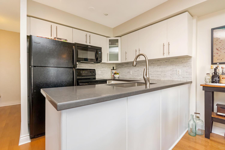 54 East Liberty 1034 Toronto-large-014-18-Kitchen-1500x1000-72dpi.jpg