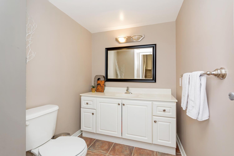 54 East Liberty 1034 Toronto-large-018-15-Bathroom-1500x1000-72dpi.jpg