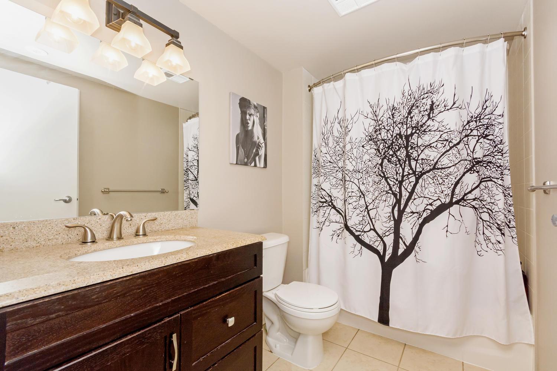54 East Liberty 1034 Toronto-large-022-19-Bathroom-1500x1000-72dpi.jpg