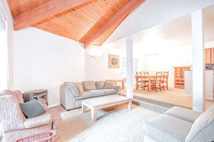 Brio Chalet Living Room - Ride On Whistler