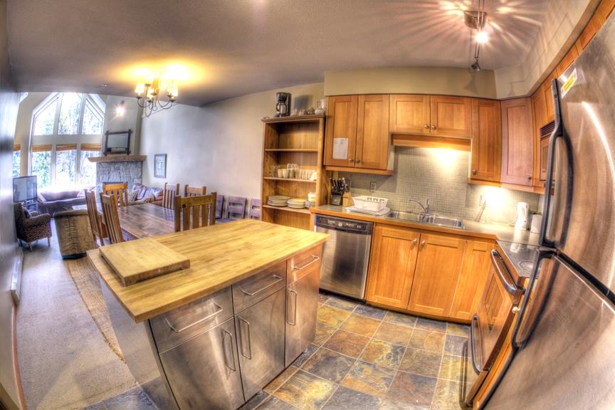 Ravenscrest West Kitchen - Ride On Whistler