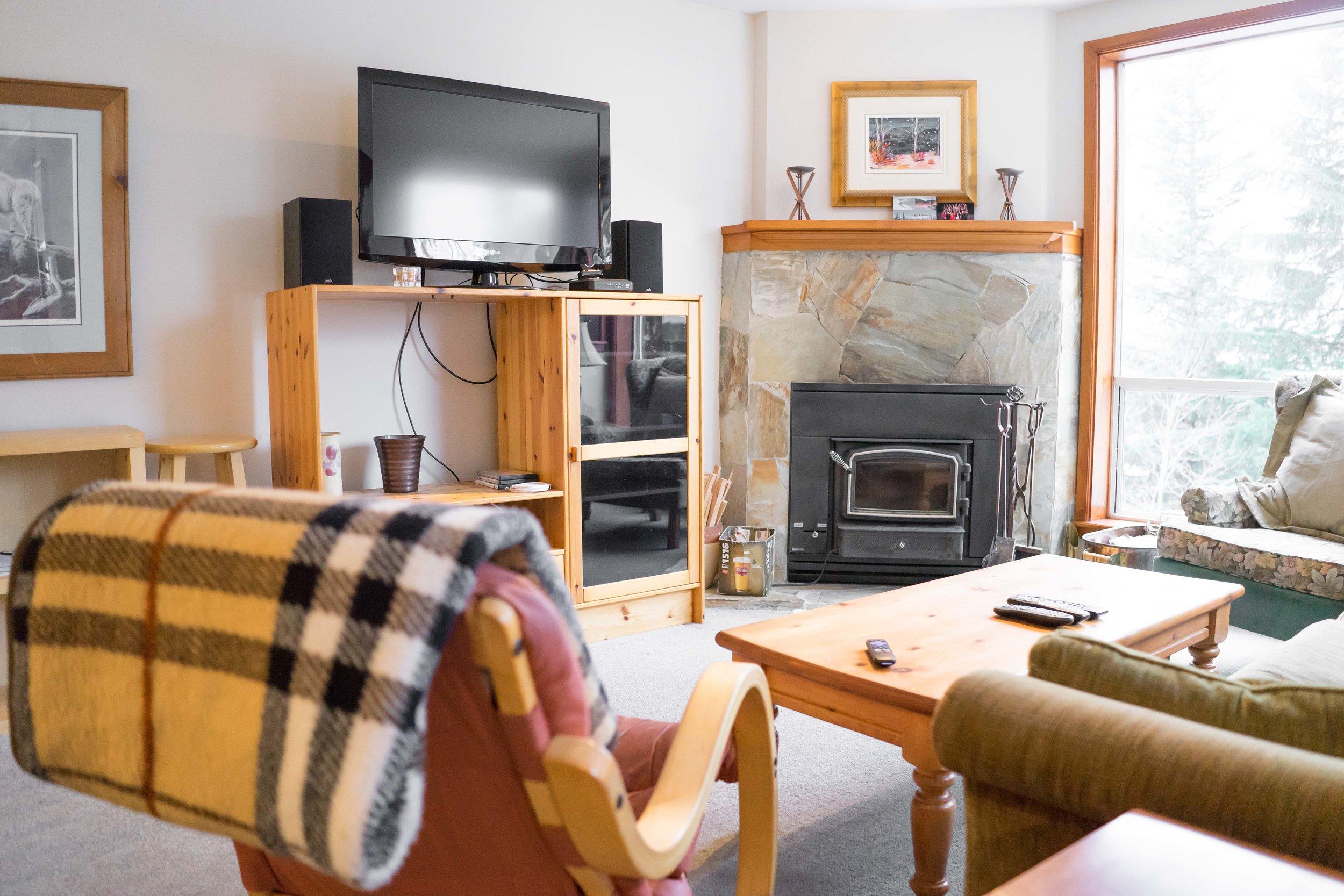 Ride On Whistler - Franz's Chalet - Living Room