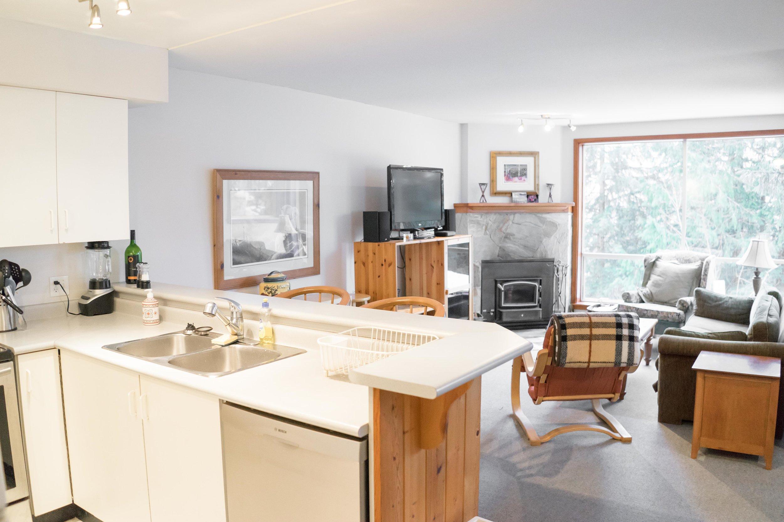 Ride On Whistler - Franz's Chalet - Kitchen/Living Room