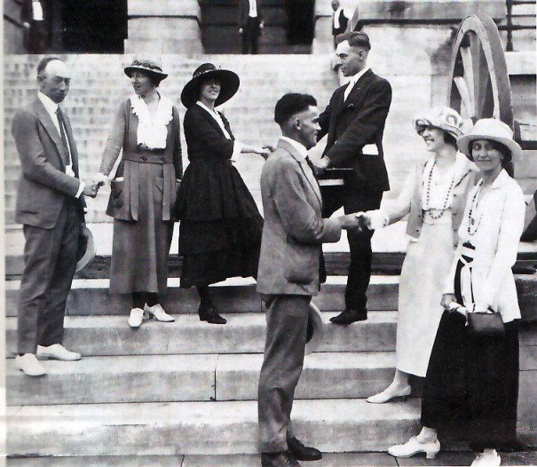 Suffragists and legislators outside the Tennessee State Capitol.