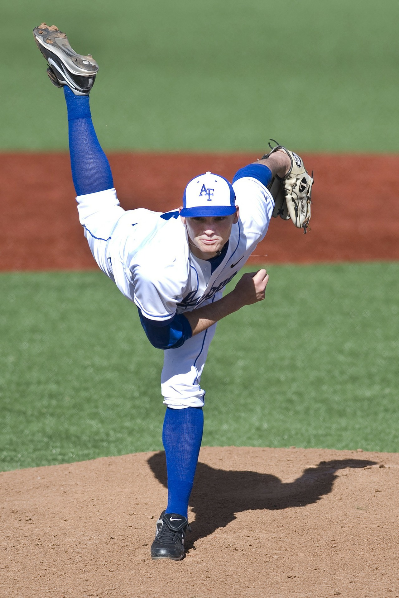 Notice the forward rotation of the throwing shoulder