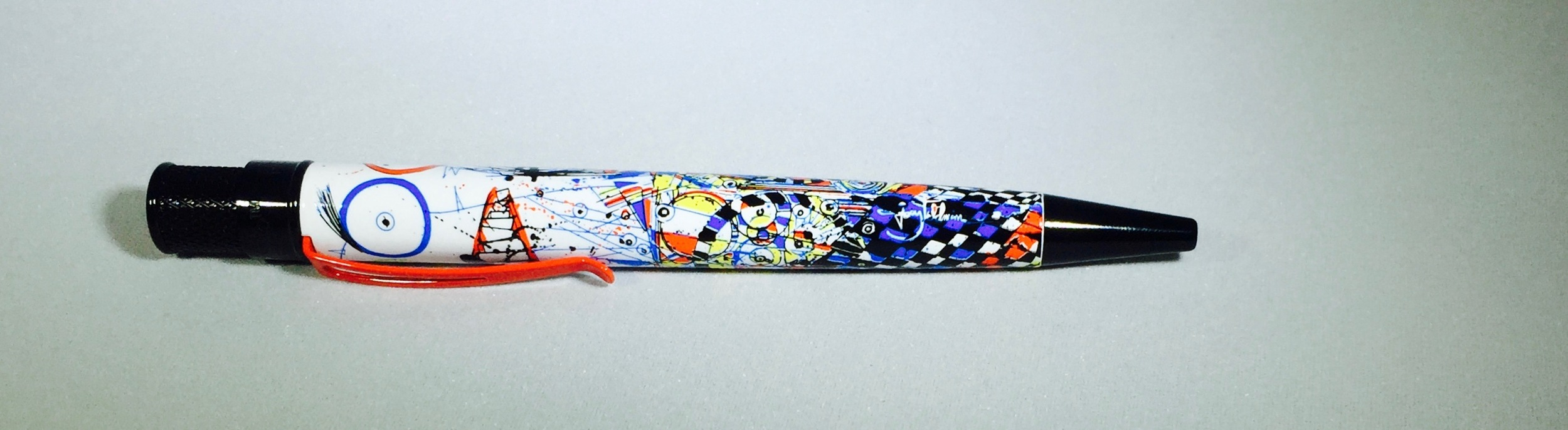 The defining feature of this pen is the artwork on the barrel.