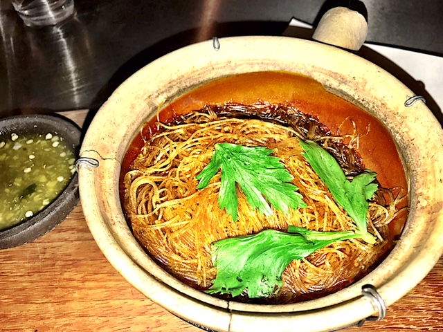 Glass noodles, baked in a clay pot