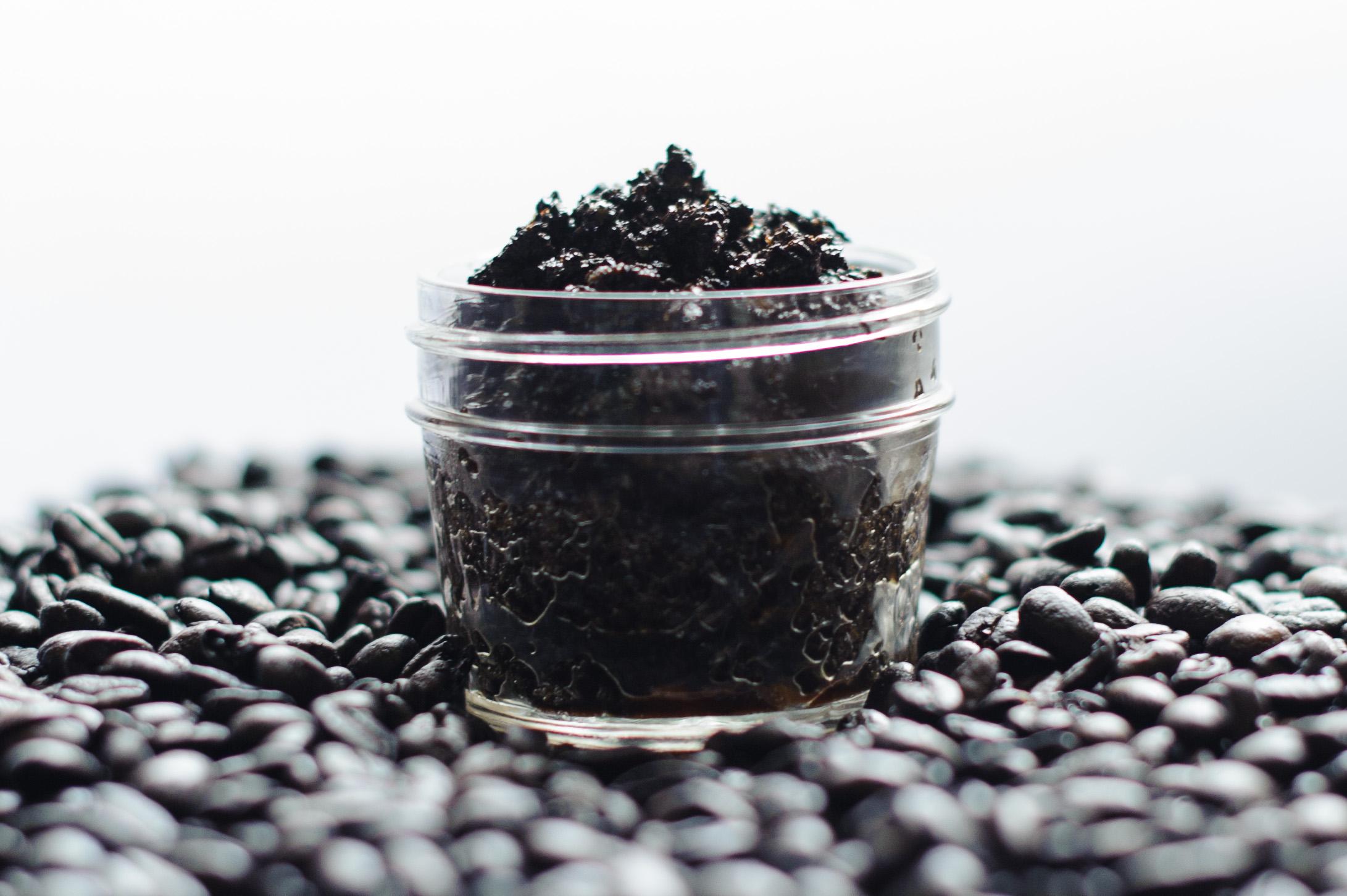 diy-coffee-vanilla-scrub