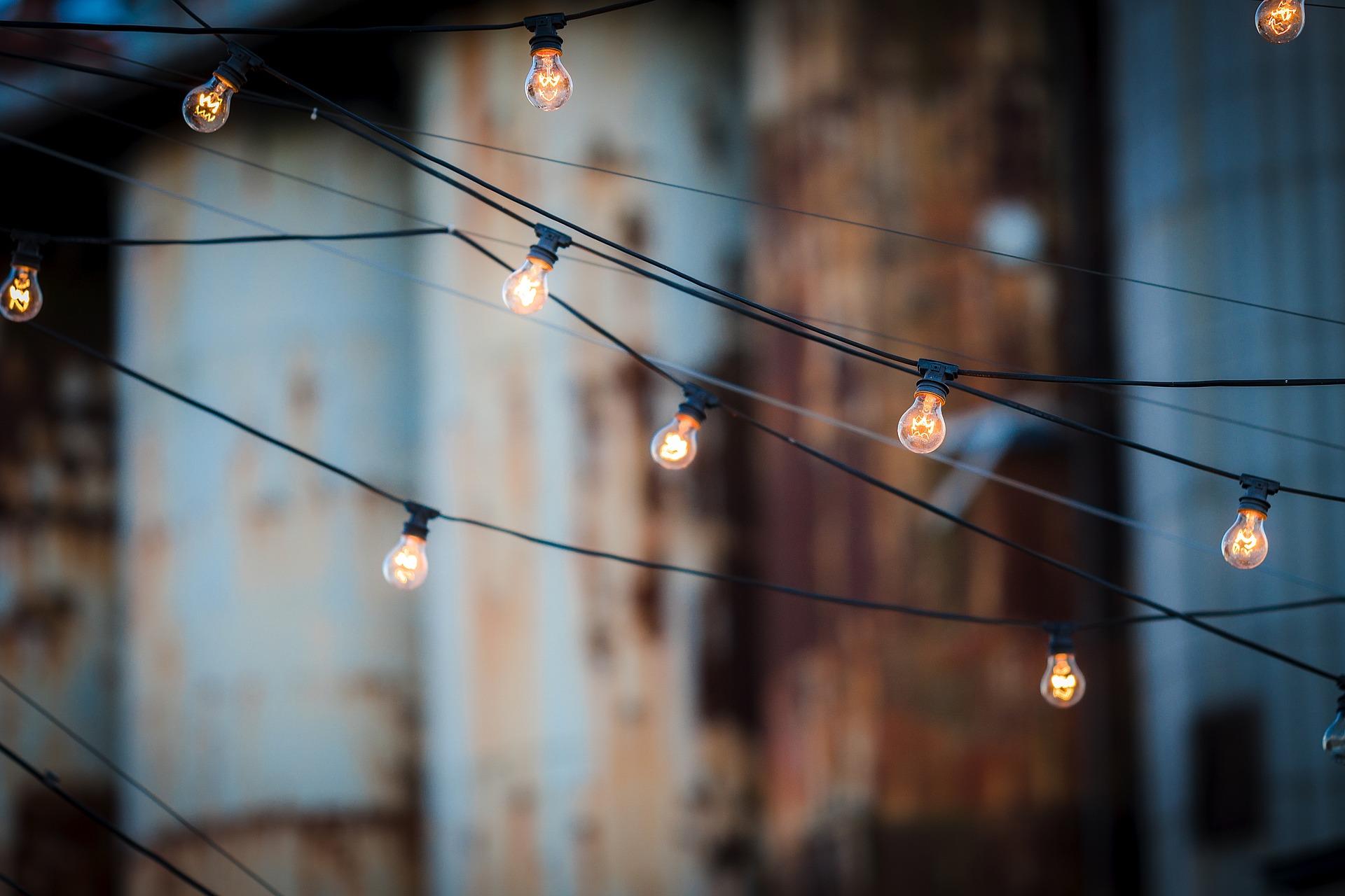 light-bulbs-1875268_1920.jpg