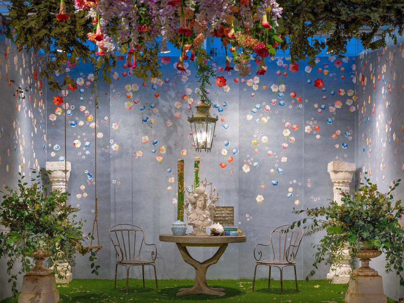 """A booth at the San Francisco Fall Art & Antiques Show opening-night preview gala; the theme was """"Flower Power.""""  Photo: Drew Altizer Photography"""