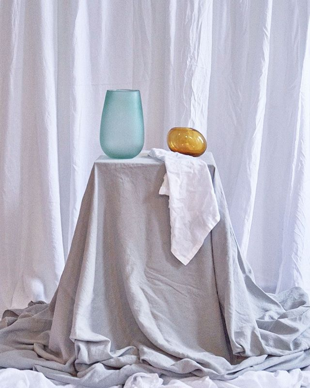 Our *Stone Grey* tablecloths and *White* Napkins sitting pretty with dashes of amber and seafoam 😍 #paletteinspo